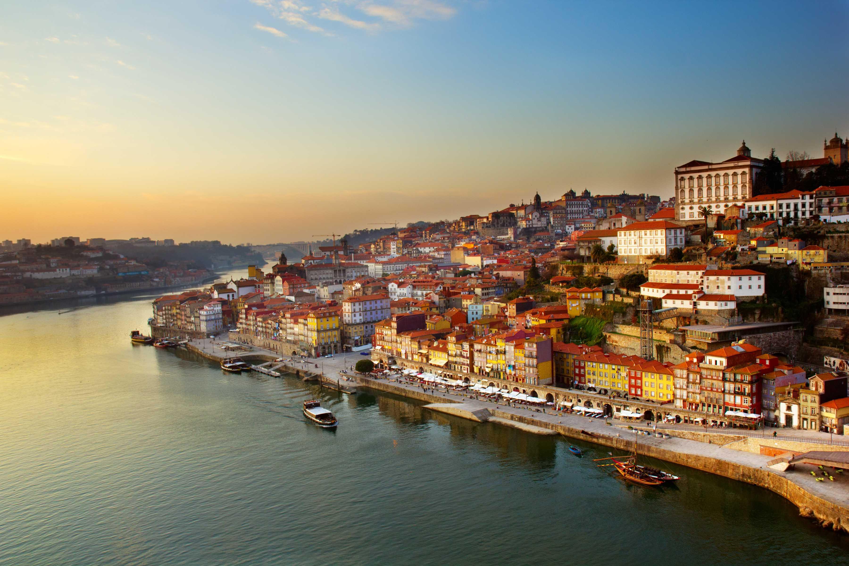 Porto | Tour Regular Noturno com Jantar e Show de Fado