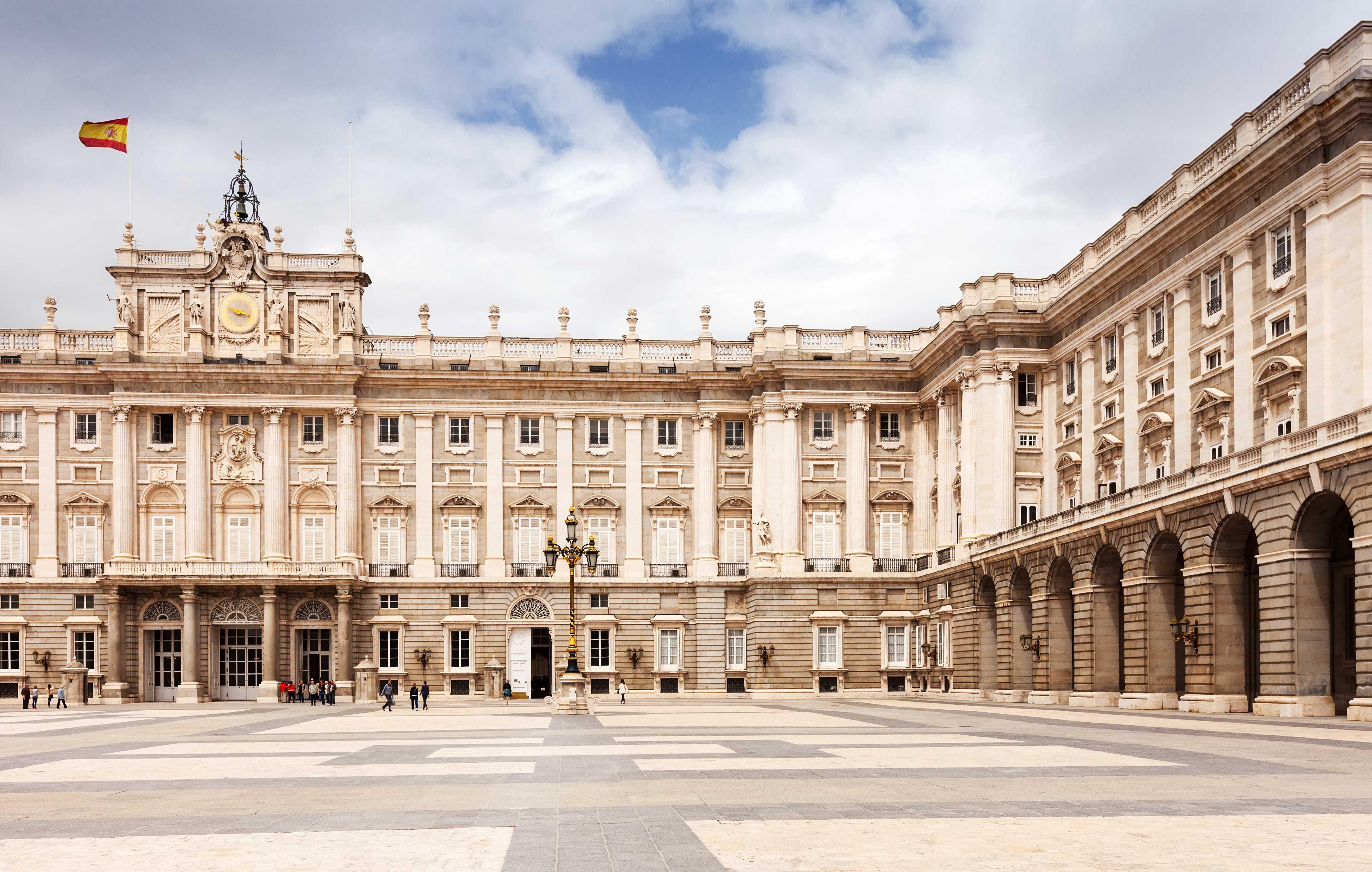 Madrid | Tour Regular de Meio dia com visita ao Palácio Real (Manhã)